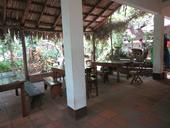 La Mariposa Spanish School and Eco Hotel: Dining/hang out area