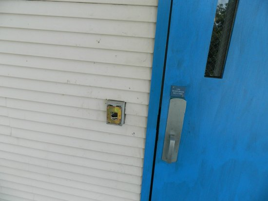 Motel 6 Raleigh North: broken lock all looked the same