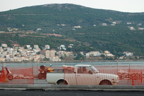 Samos City Hotel: when they are done with the main/ ocean side road, it'll be a nice town