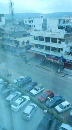 Ramada Jaipur: 窓の外(4F)