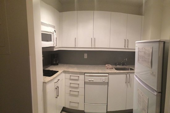 Residence Inn Montreal Westmount: Kitchen in 1705