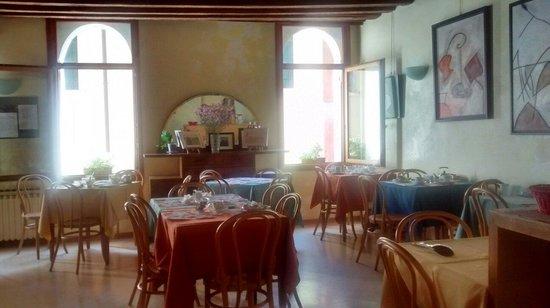 Locanda Silva: Sunny breakfast room