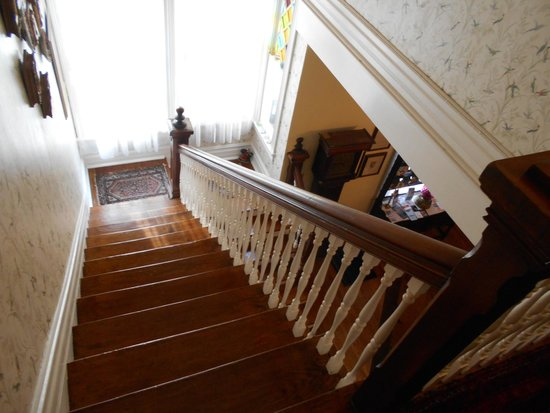 Hanna House Bed & Breakfast: The stairs