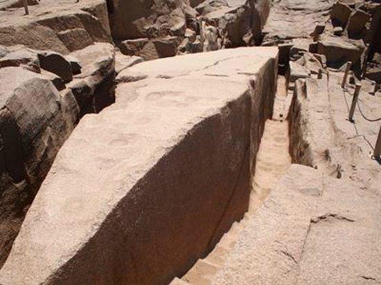 Unfinished Obelisk : 切りかけのオベリスク先端