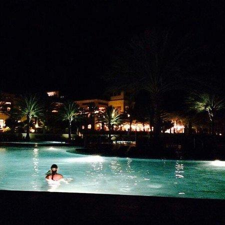 Santa Barbara Beach & Golf Resort, Curacao : Zwembad in de avond!!!
