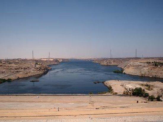 High Dam : ナイル川側