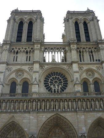 Catedral de Notre Dame: 聖堂正面
