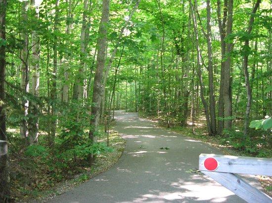 Barnes Park Campground: Bike Path