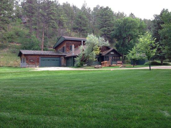 Lake Park Campground and Cottages: Deer Glen Lodge