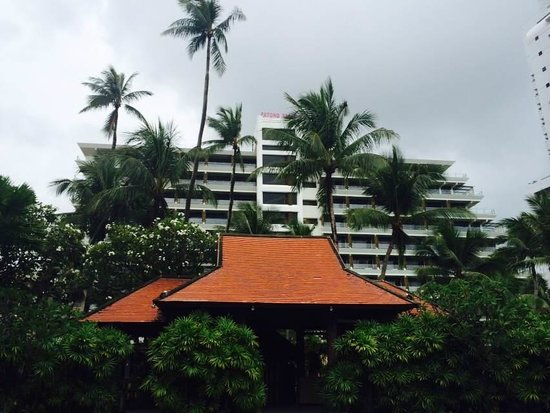 Patong Beach Hotel : the main building