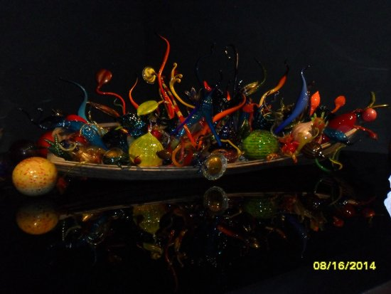 Jardín y cristal Chihuly: Boat Full of Glass