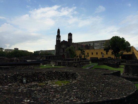 Plaza de las Tres Culturas: The church towers over the ruins