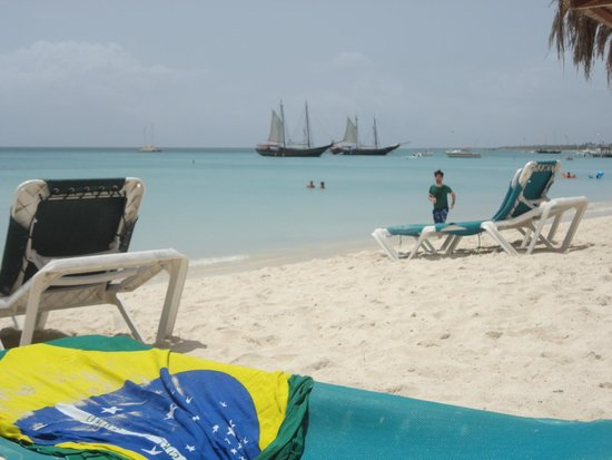 Holiday Inn Resort Aruba - Beach Resort & Casino: Mar sem igual