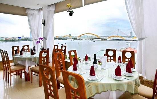 Bamboo Green Harbourside Hotel : Restaurant (River view)