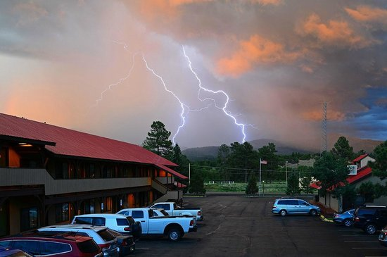 Branding Iron Motel: Nice evening view to the south. Had a storm blow through.
