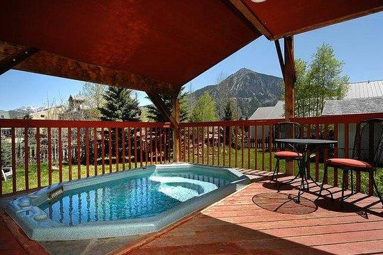 Cristiana Guesthaus: Outdoor hot tub