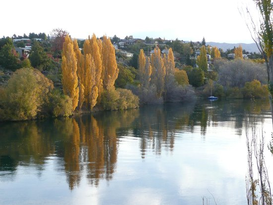 AL Park View Motel: Clutha river