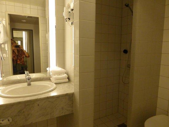 Thon Hotel Cecil : bathroom