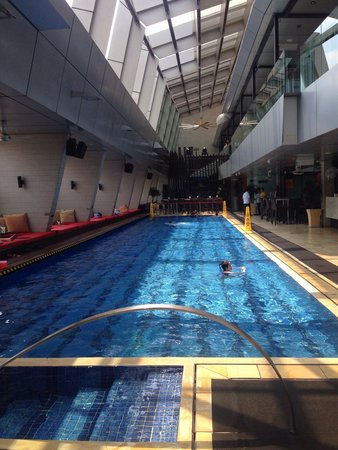 Roof top swimming pool picture of traders hotel kuala lumpur kuala lumpur tripadvisor for Best hotel swimming pool in kuala lumpur