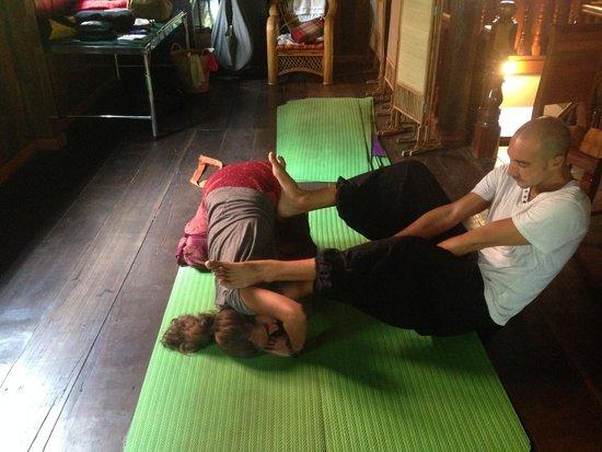 Angkor Bodhi Tree Retreat and Yoga Centre: Bob's wonderful stretching classes!