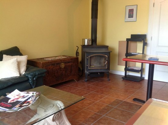 All Seasons B&B: View of the common area.