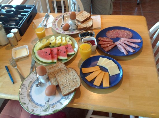 All Seasons B&B: Our delicious breakfast.