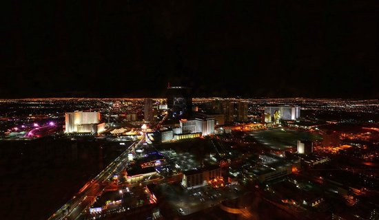 Encore At Wynn  Las Vegas: Night view from the mountain side 60th floor