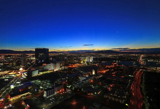 Encore At Wynn  Las Vegas: Sunrise view from the mountain side 60th floor
