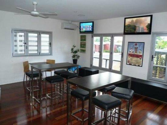 Blackwater Hotel Motel: Lounge