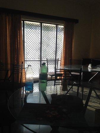 Hotel Guest Inn Suites, Castle: Breakfast area