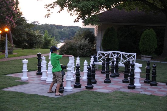 The Tides Inn: Family Chess
