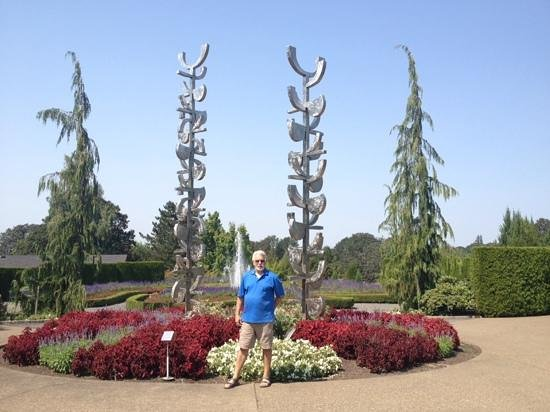 Oregon Garden: In front of one of the many sculptures