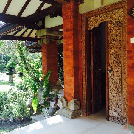 Keraton Jimbaran Beach Resort: Entrée d'une chambre Deluxe