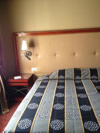 Piraeus Theoxenia Hotel: bed