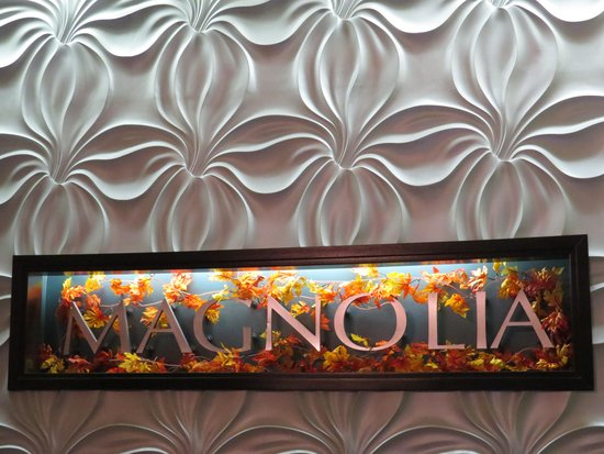 Magnolia Hotel Omaha: Front desk decorated for the seasons