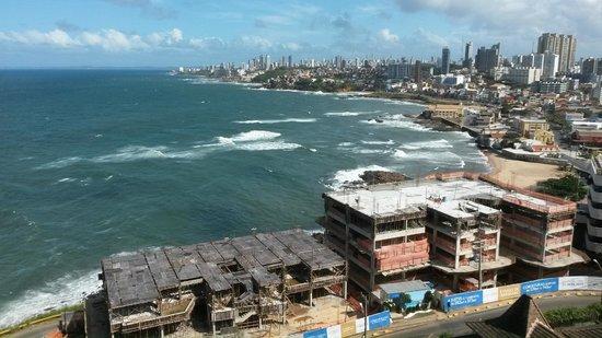 Pestana Bahia Lodge: Vista Apto 1506 (abaixo os 02 prédios em construção cujas obras começam às 07:00h!)