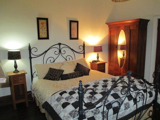 Cottage on Gunning: Main bedroom