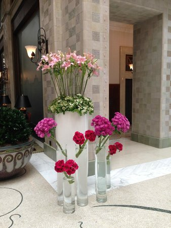 Four Seasons Hotel Gresham Palace: Lobby Flowers May 2014