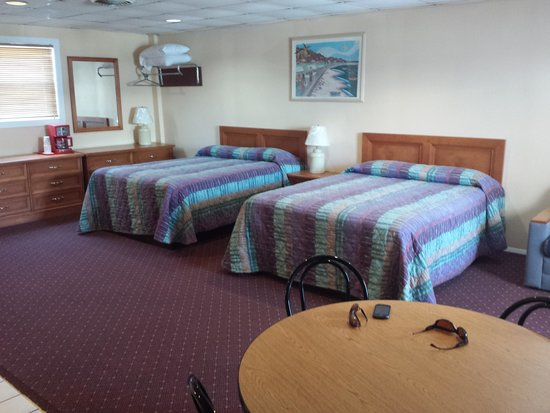Compass Family Resort Motel : Our room