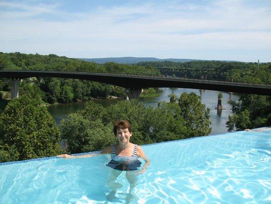 Bavarian Inn: The view at the pool's edge