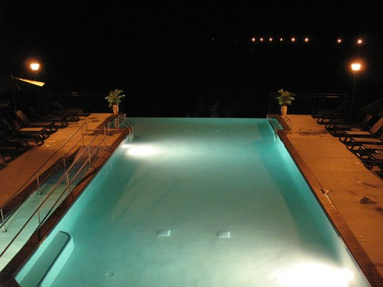 Bavarian Inn: Night time at the pool from the fire pit above