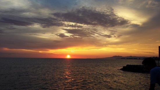 Plaza Pelicanos Grand Beach Resort: Puerto Vallarte Sunset