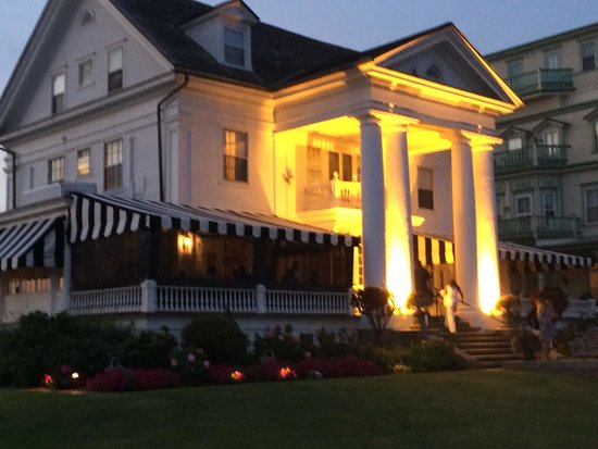 Peter Shields Inn & Restaurant: Beautiful Greek Revival Restaurant