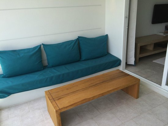 Nap Patong : Day Bed on Balcony
