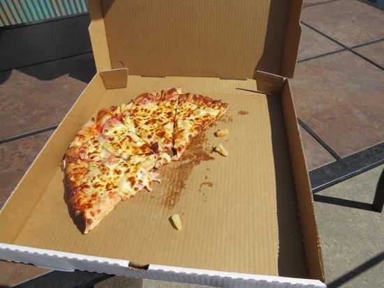 Wave Pizza Company and Banzai Beach Club: Pizza