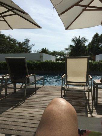 Nap Patong : Poolside