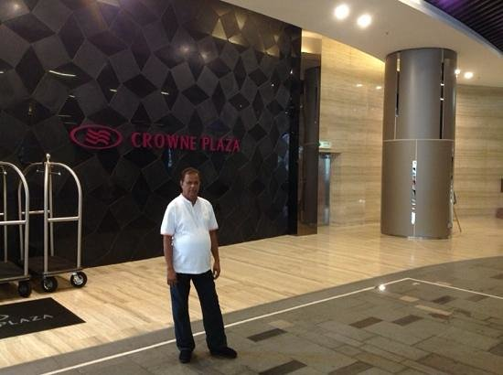 Crowne Plaza Hong Kong Kowloon East: Hotel Entrance from Subway