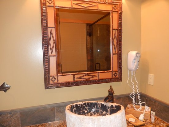 Alpine Village Cabin Resort - Jasper : bathroon