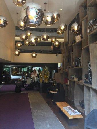 Las Suites: Lobby