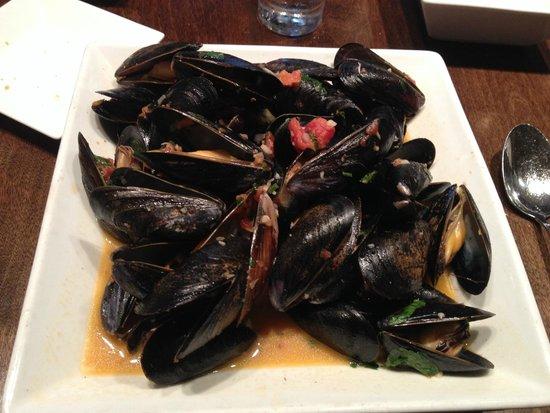 BlackSalt Fish Market & Restaurant : Mussels